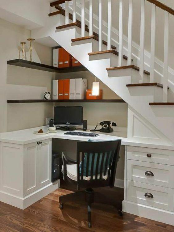bureau-sous-escalier-ouvert